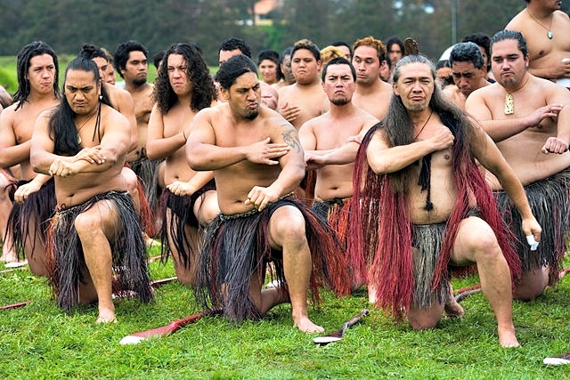 New_Zealand_Maori_rowing