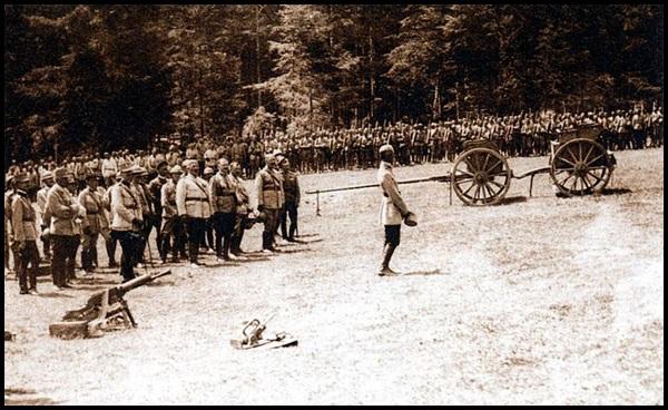 13-Romanian_troops_at_Marasesti_in_1917