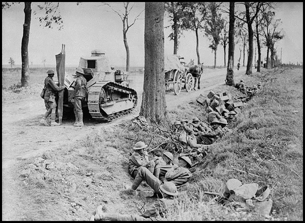 24a-Canadian_troops_on_Arras-_Cambrai_road-1918