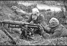 28-Vickers_machine_gun_crew_with_gas_masks