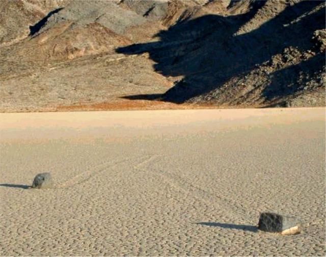 Racetrack-Playa-Death-Valley