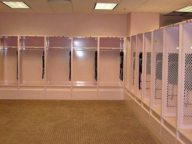 pink_locker_room_Kinnick_Stadium