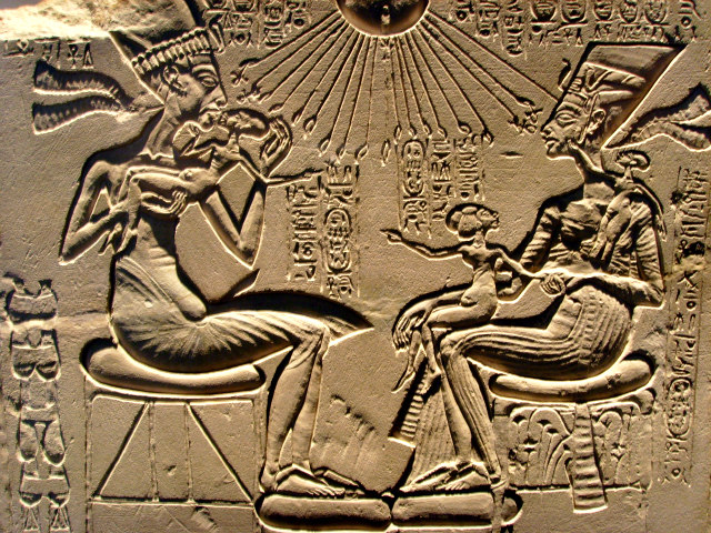Akhenaten,_Nefertiti_and_their_children