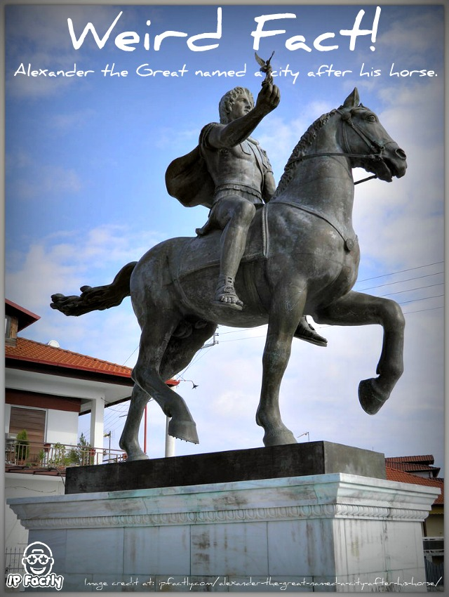 Statue_of_Alexander_the_Great_riding_Bucephalus_and_carrying_a_winged_statue_of_Nike_(square_of_Alexander_the_Great)_in_Pella_c