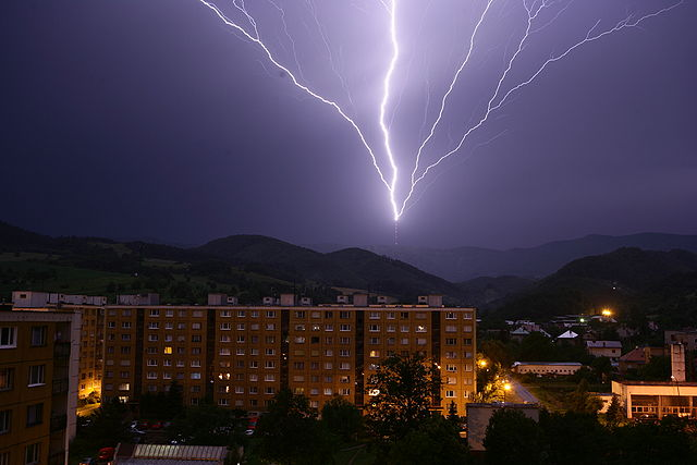 Upward_lightning