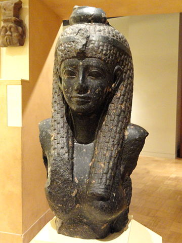 Cleopatra_VII_statue_fragment,_69-30_BC_-_Royal_Ontario_Museum_