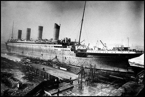 05-Titanic_under_construction