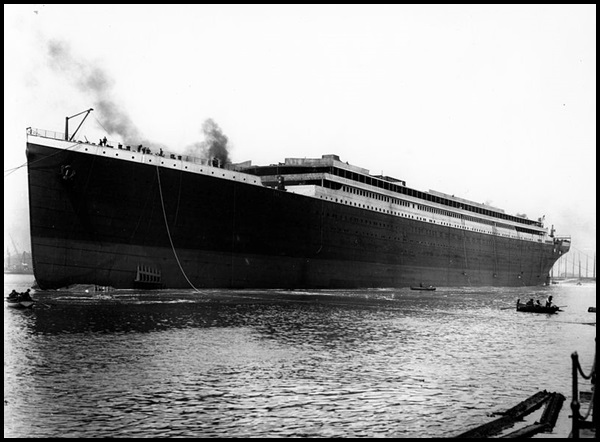 07-Titanic_launched_at_Belfast