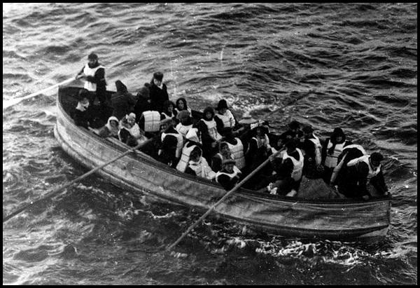 19-Titanic_lifeboat