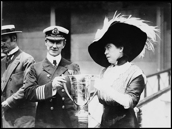 21-Molly_brown_rescue_award_titanic