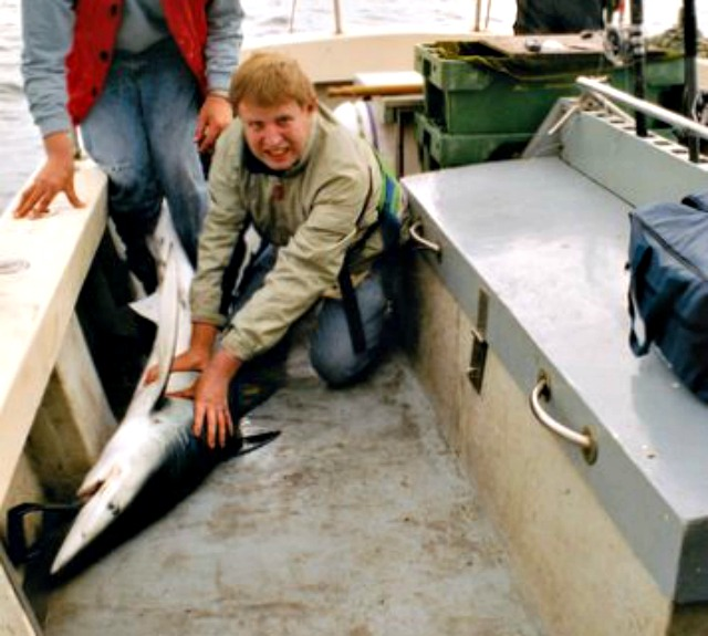 Peter_van_der_Sluijs_from_Spijkenisse_with_a_blue_shark_caught_in_Ireland
