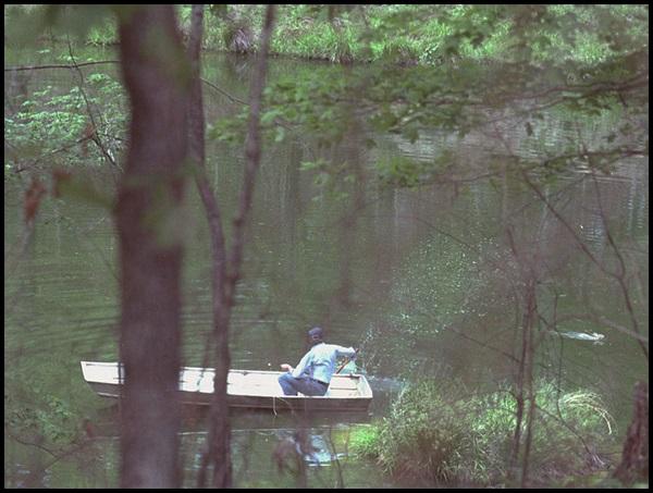 16-Jimmy_Carter_in_boat_chasing_away_swimming_rabbit,_Plains,_Georgia_-_19790420