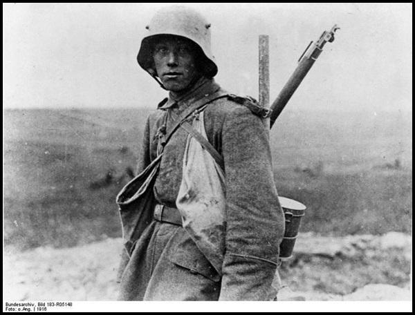 17-Bundesarchiv_Bild_183-R05148,_Westfront,_deutscher_Soldat