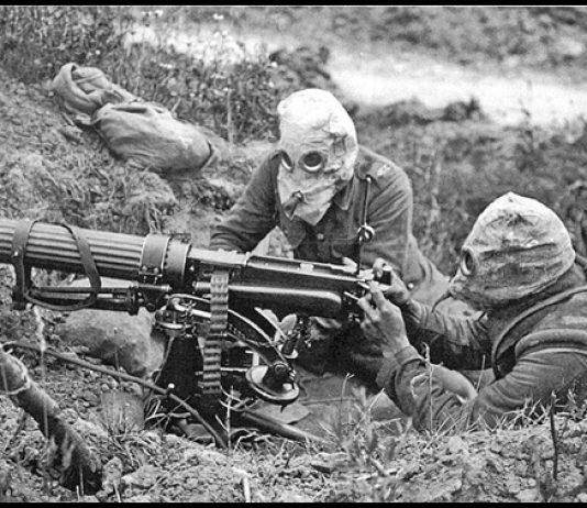 28-Vickers_machine_gun_crew_with_gas_masks