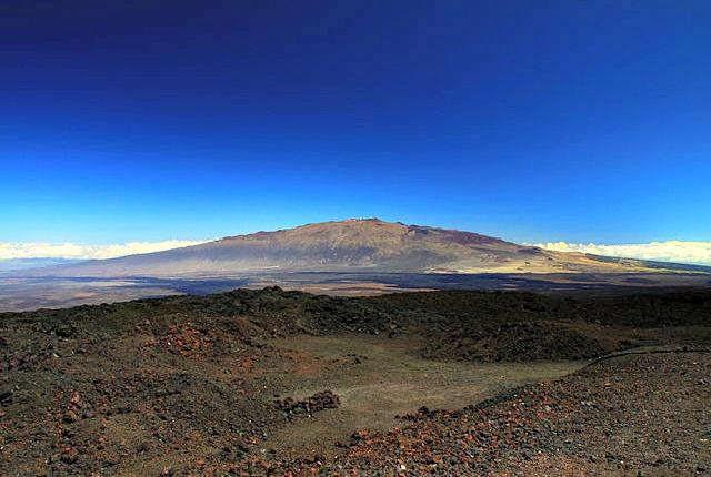 Mauna_Kea_from_Mauna_Loa_Observatory,_Hawaii