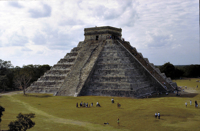 Pyramid_of_Kukulkan_El_Castillo