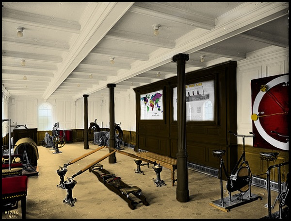 09-Titanic's_first_class_gymnasium_(colorized)
