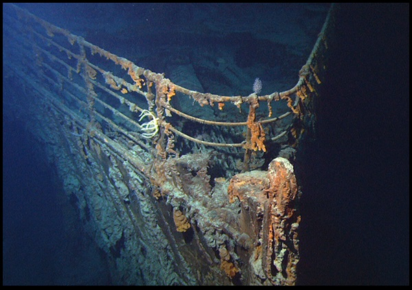 24-Titanic_wreck_bow